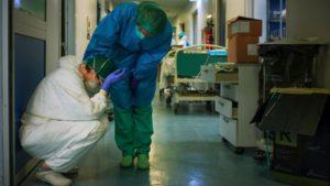 Alarmante la cifra de médicos que mueren por COVID en México