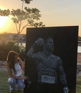 Una joven de Hermosillo vende pintura del Canelo para poder seguir sus estudios, y así responde el boxeador